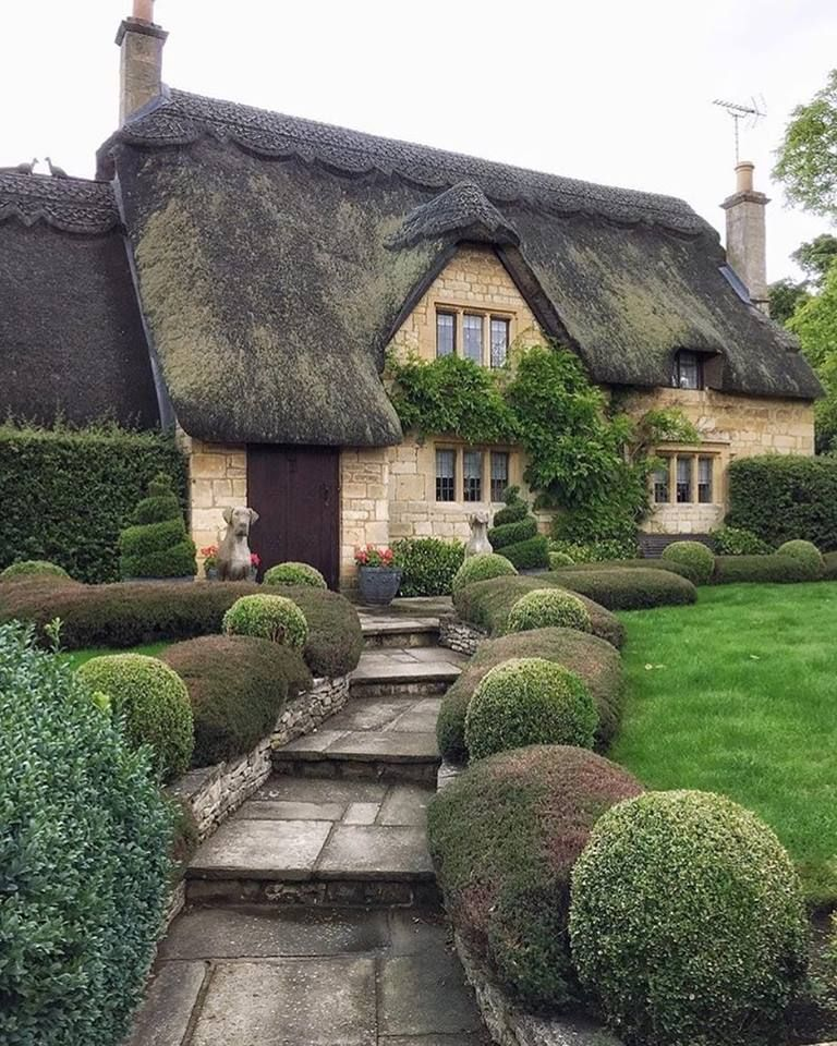 Chipping Camden Uk Thatched Cottage Country Cottage Decor English Cottage