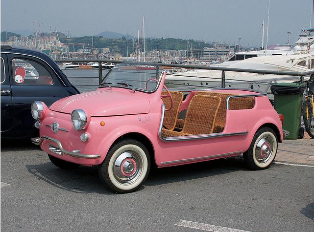 Alotmorestyle ピンクの車 レトロカー かわいい車