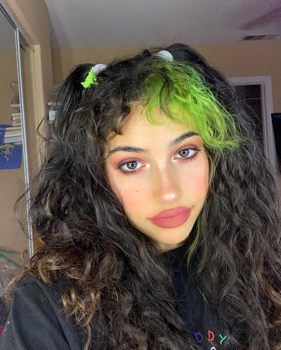 V 3 On Instagram I M Brave For Posting Rn Haircare Hair Streaks Aesthetic Hair Green Hair Streaks