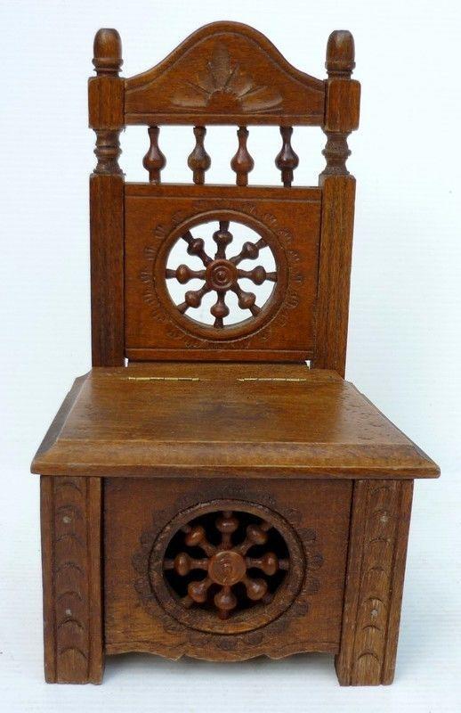 joli petit fauteuil coffre breton ancien en bois sculpt pour maison de poup e ebay. Black Bedroom Furniture Sets. Home Design Ideas