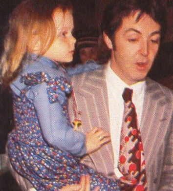 Paul With 2nd Daughter Nowaddays Fashion Designer Stella Mccartney Lennon And Mccartney Paul And Linda Mccartney Paul Mccartney And Wings