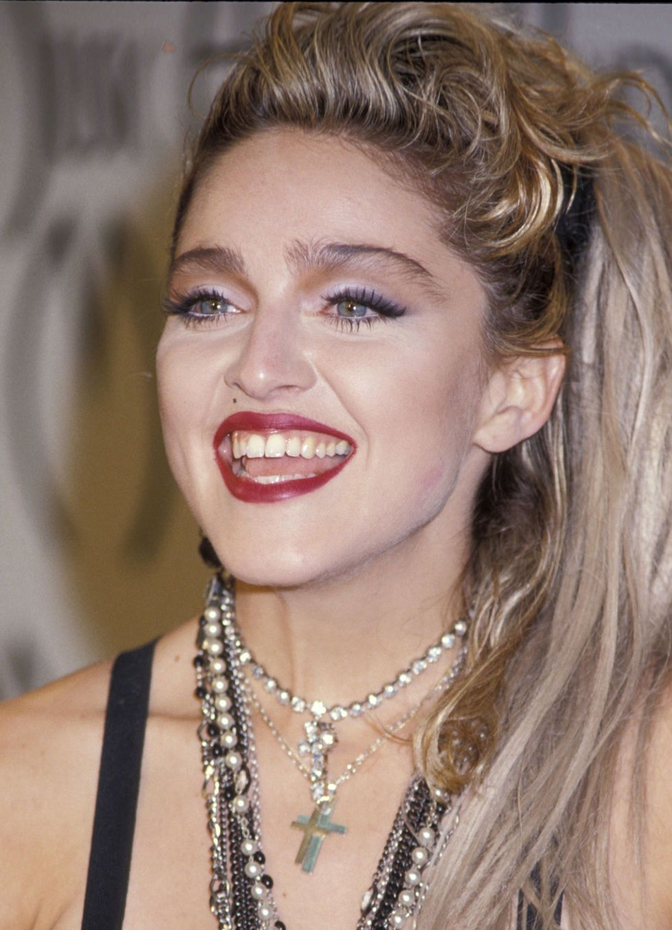 The Most Iconic Eye Makeup Looks Of All Time Madonna Pinterest