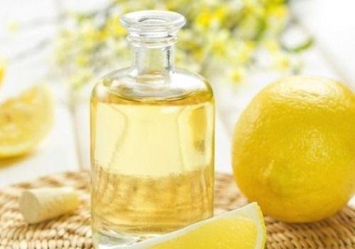 Aprende a usar los aceites esenciales en la piel: para regenerarla, darle firmeza, eliminar manchas e impurezas, tratar el acné o la psoriasis, etc.