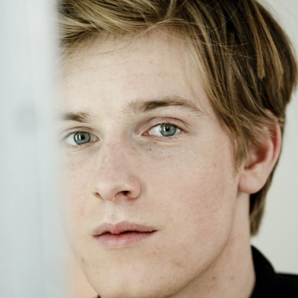 Louis Hofmann German Model Actor On Netflix Dark Atrizes Loiras