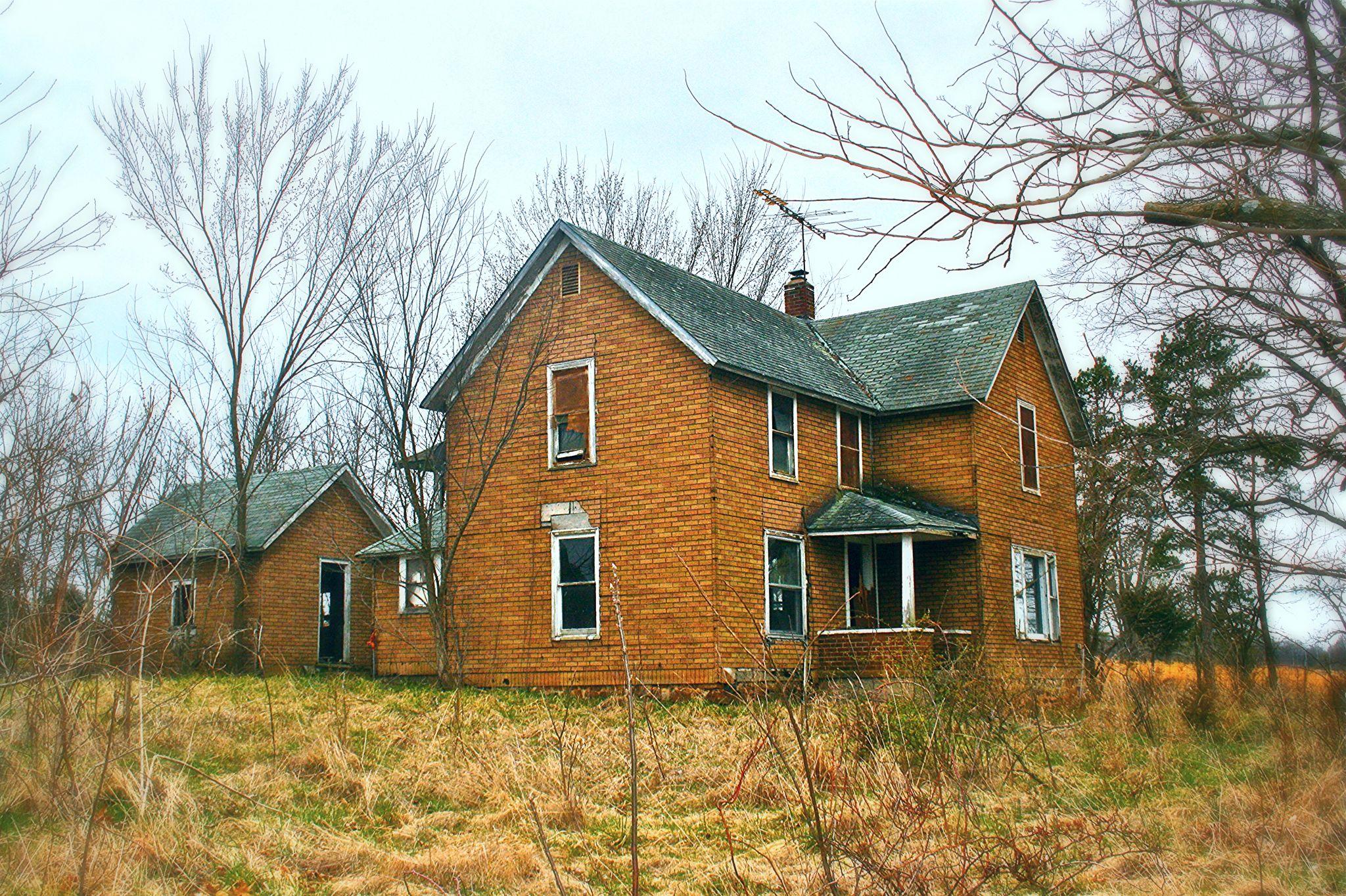 Abandoned farmhouse near Verona, Missouri (Robert