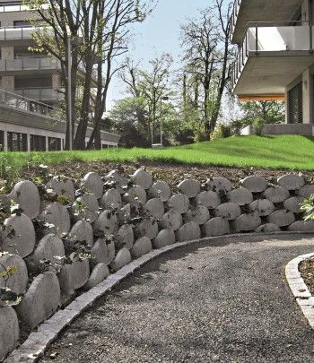 Löffelsteine |Beton Christen AG | Gartenideen | Pinterest | Christening
