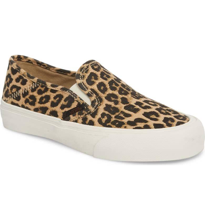 Vans leopard print sneakers une femme d'un certain âge