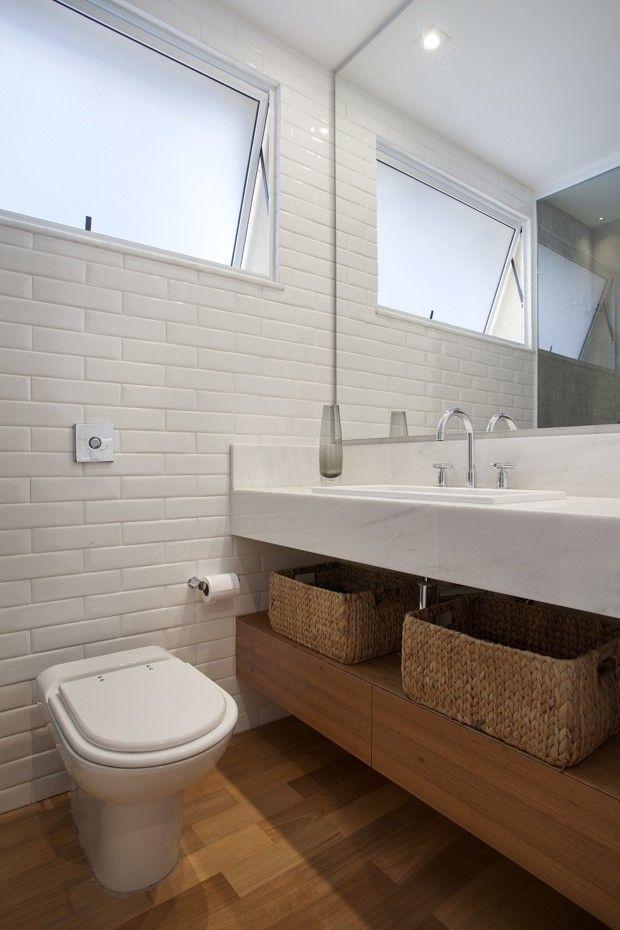 Apartamento tem parede de tijolinho e decora o colorida for Bathroom design liverpool