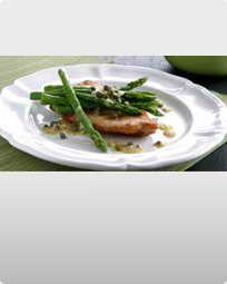 Kalkunschnitzel med asparges og kapersvinaigrette