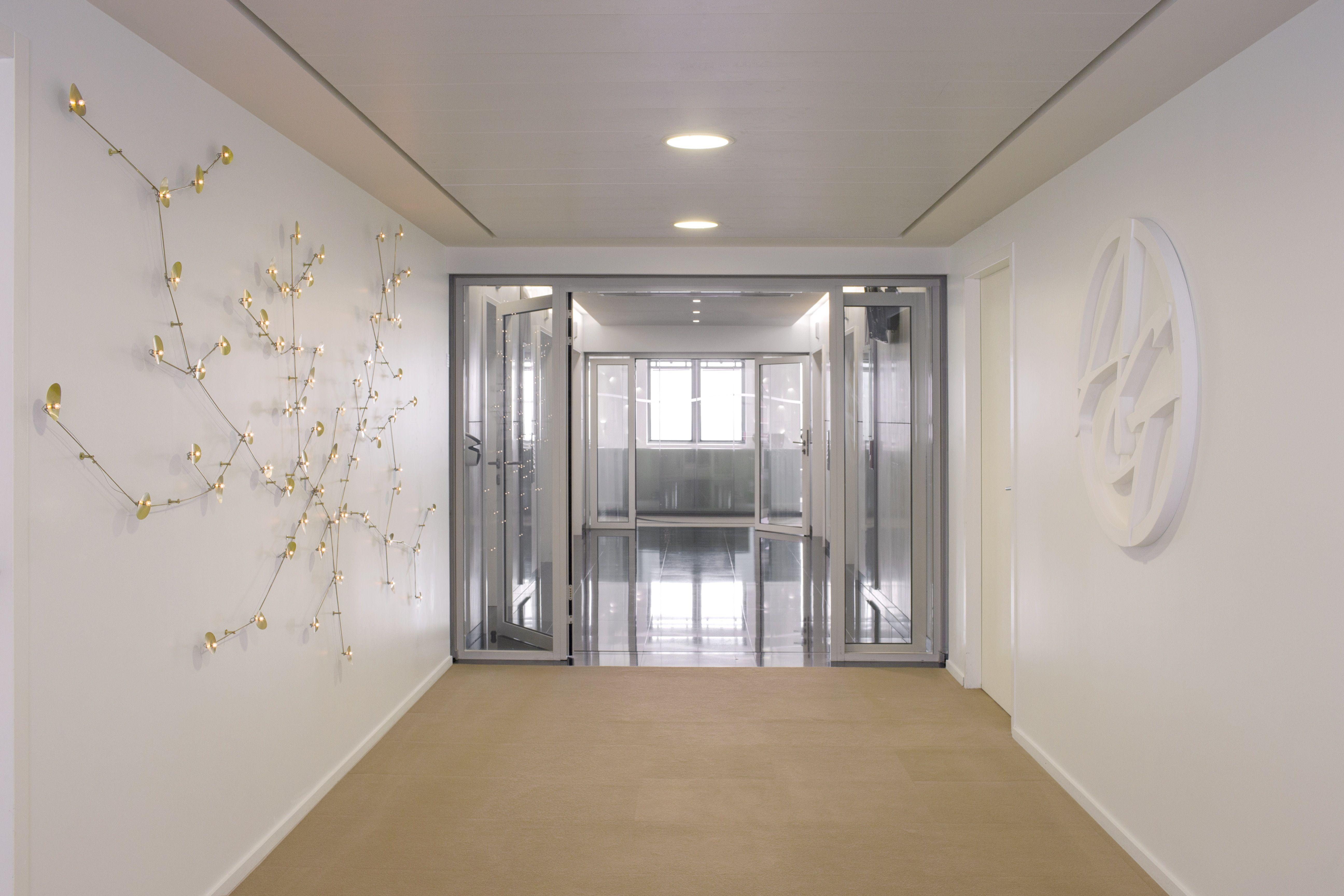 Entreprise moderne nouveau bureau personne armoire de station de