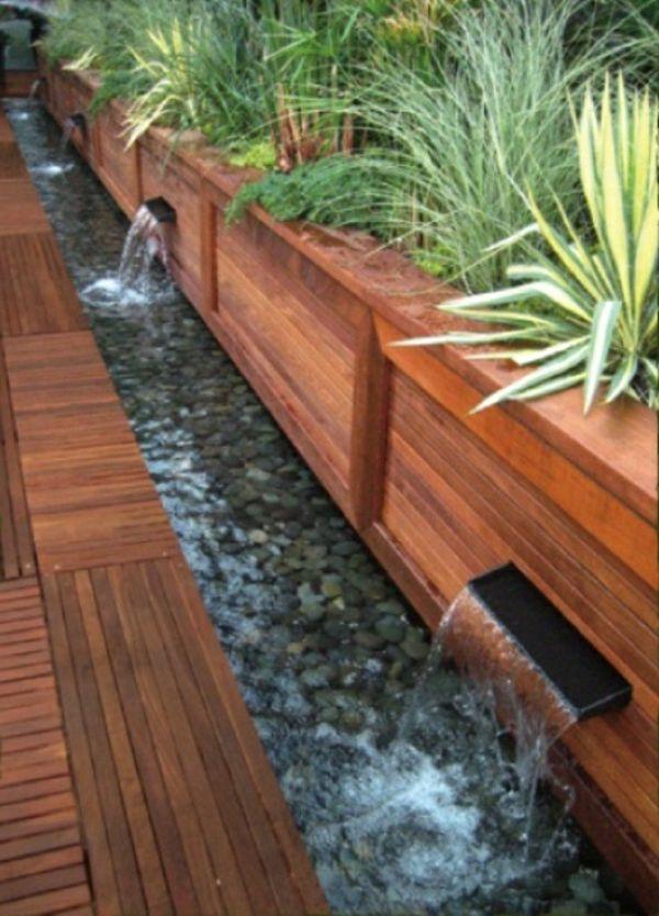 Cascade et fontaine de jardin , 69 déco pour les moments de relaxe - terrasse bois avec bassin