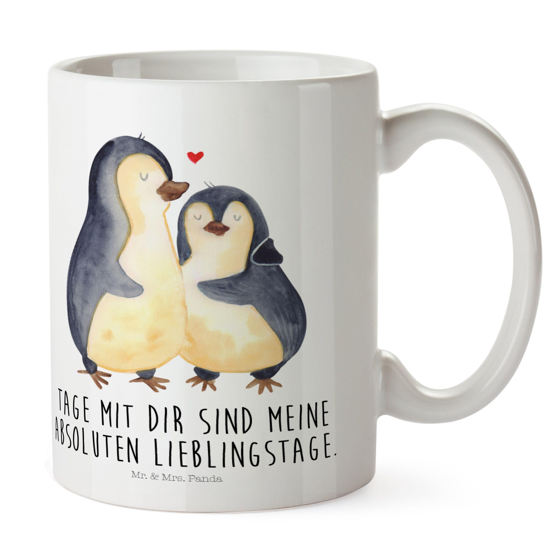 kunststoff tasse pinguin umarmend aus kunststoff wei das original von mr mrs panda. Black Bedroom Furniture Sets. Home Design Ideas