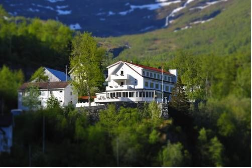 Hotel Utsikten Geiranger Located in Møre og Romsdal County, this hotel offers Norwegian cuisine and panoramic views of the Geiranger Fjord. Guests can enjoy free WiFi access and free private parking.  Hotell Utsikten is housed in a grand, late 1800s building.