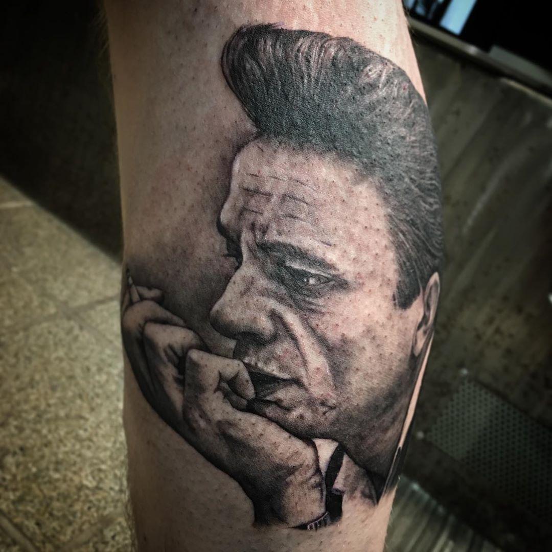 #tattoo #tattooer #tattooart #tattooideas #tattoolife #tattoodesign #bngtattoo #tattoomodel #tattoosofinstagram #realisticink #realistictattoo #blackandgreytattoo #portraittattoo #johnnycash #johnnycashtattoo