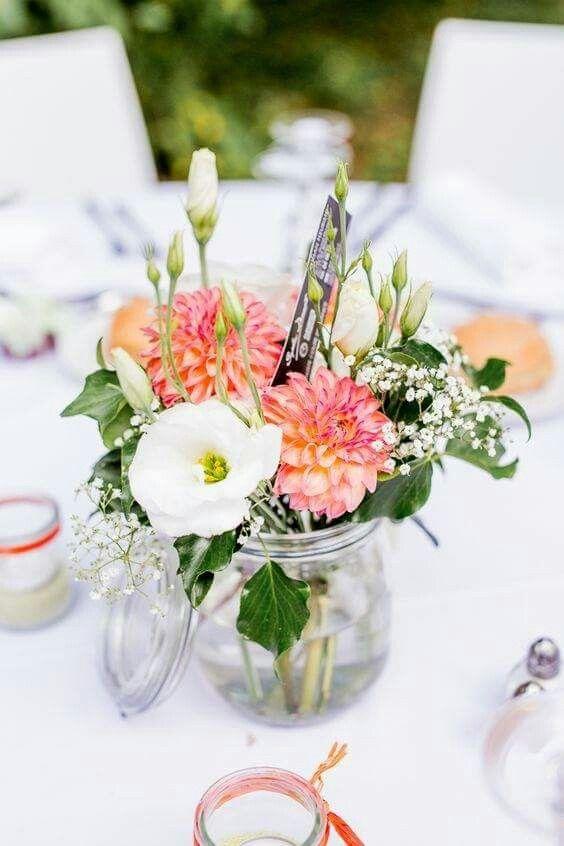 d co fleurie pour mariage simple et champ tre fleurs. Black Bedroom Furniture Sets. Home Design Ideas