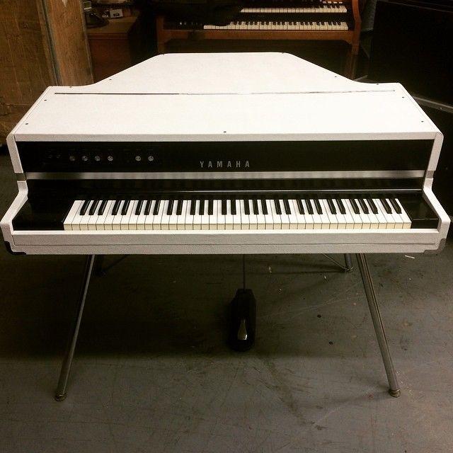 white bronco yamaha cp70b custom vintage keyboard yamaha cp70 best guitar players keyboard. Black Bedroom Furniture Sets. Home Design Ideas