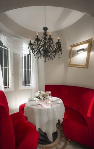 Hôtel Château de la Tour, Cannes, France - Booking.com