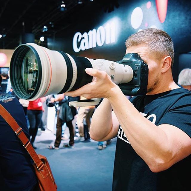 Look At This Little 800mm Is Lens On The Canon Eos 1d X Mark Ii Sweet Photo By Thephotogear Tag A Friend Wh Camera Lenses Canon Camera Photography Photo Gear