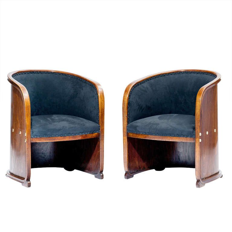 Josef hoffmann two armchairs so called barrel chairs for Sedia barrel wright