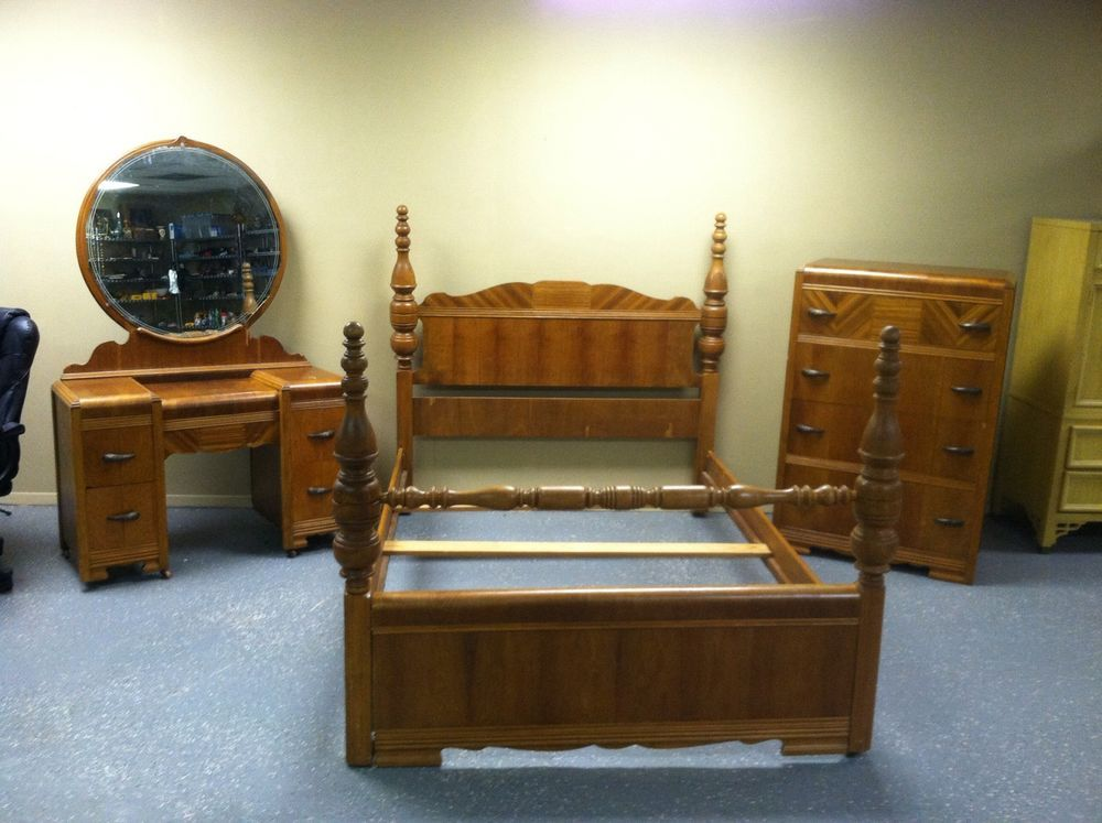 rare antique art deco waterfall style 1930s 3 pc bedroom set bed vanity arts deco beaux. Black Bedroom Furniture Sets. Home Design Ideas
