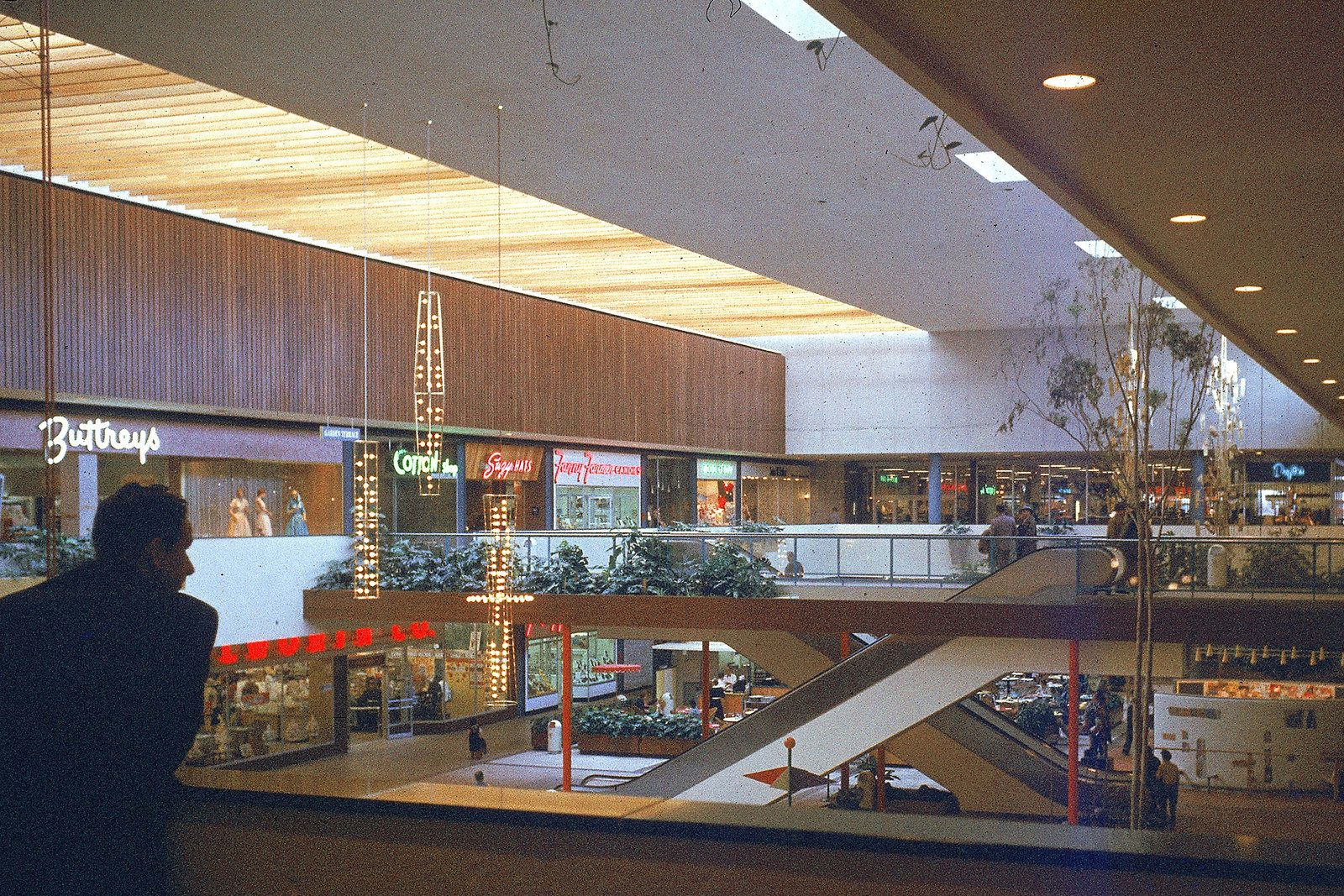 Here's What The First Shopping Mall In America Looked Like