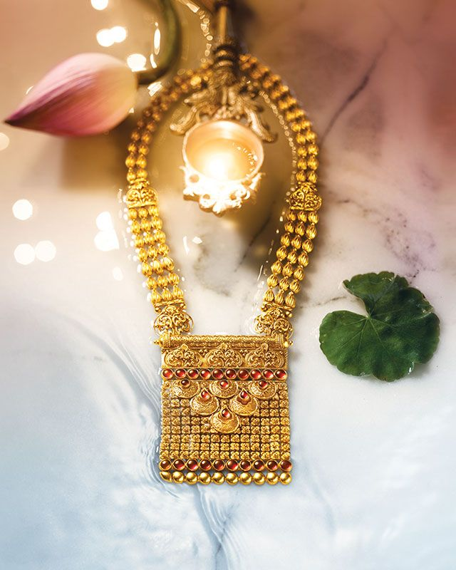 Gorgeous rani haar or statement necklace with pendant by tanishq this sublime collection of gold jewellery from tanishq is an embodiment of grace and magnificence mozeypictures Image collections