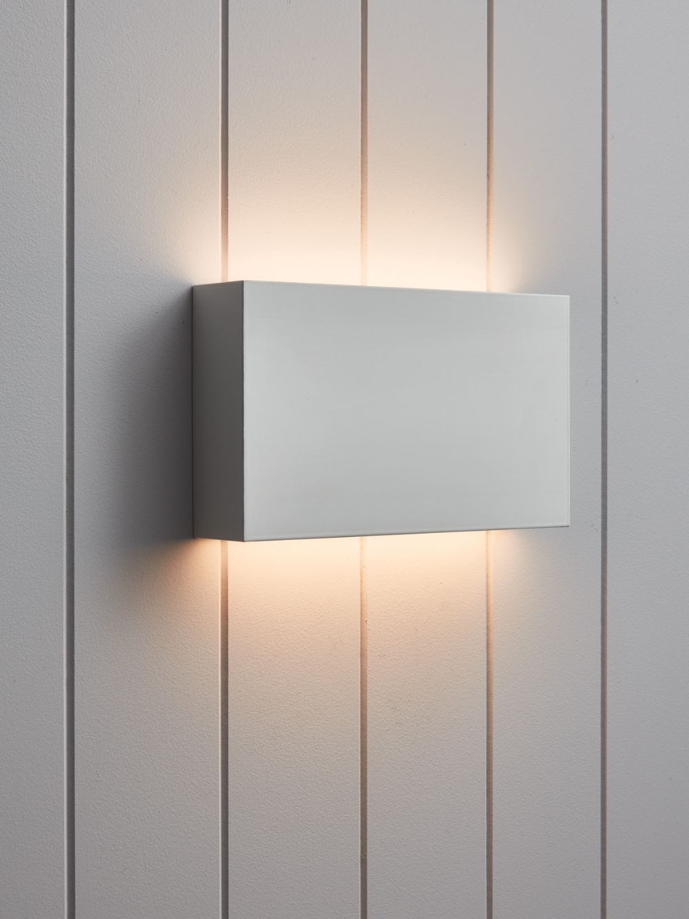 Ledlux Radia 20w Led Dimmable Wall Bracket In White In 2020 White Wall Lights Wall Brackets Wall Lights