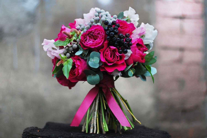 Цветов губкин, букет невесты с малиновыми розами