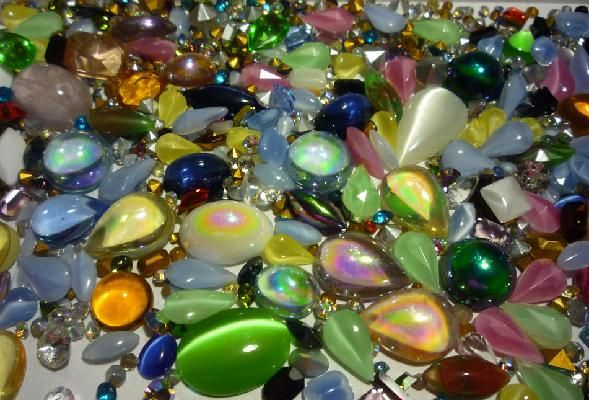 2.5  oz 500+ Vintage-Now Loose Swarovski & More Rhinestone Lot only $15. Great way to make wonderful items at home and make extra money.