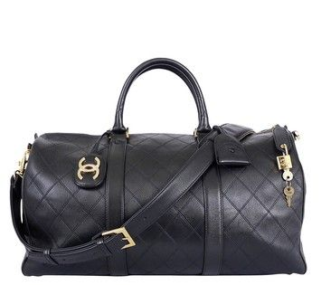 Chanel Vintage Duffle Travel Boston Black Travel Bag Appartements Chanel, Sac  Boston, Sacs Polochons f77e8264ed4