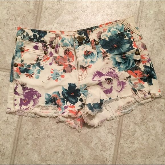 Free People Floral Jean Shorts So in love with these but they don't fit anymore! Great great condition and taken great care of. Get ready for summer!! Free People Shorts Jean Shorts