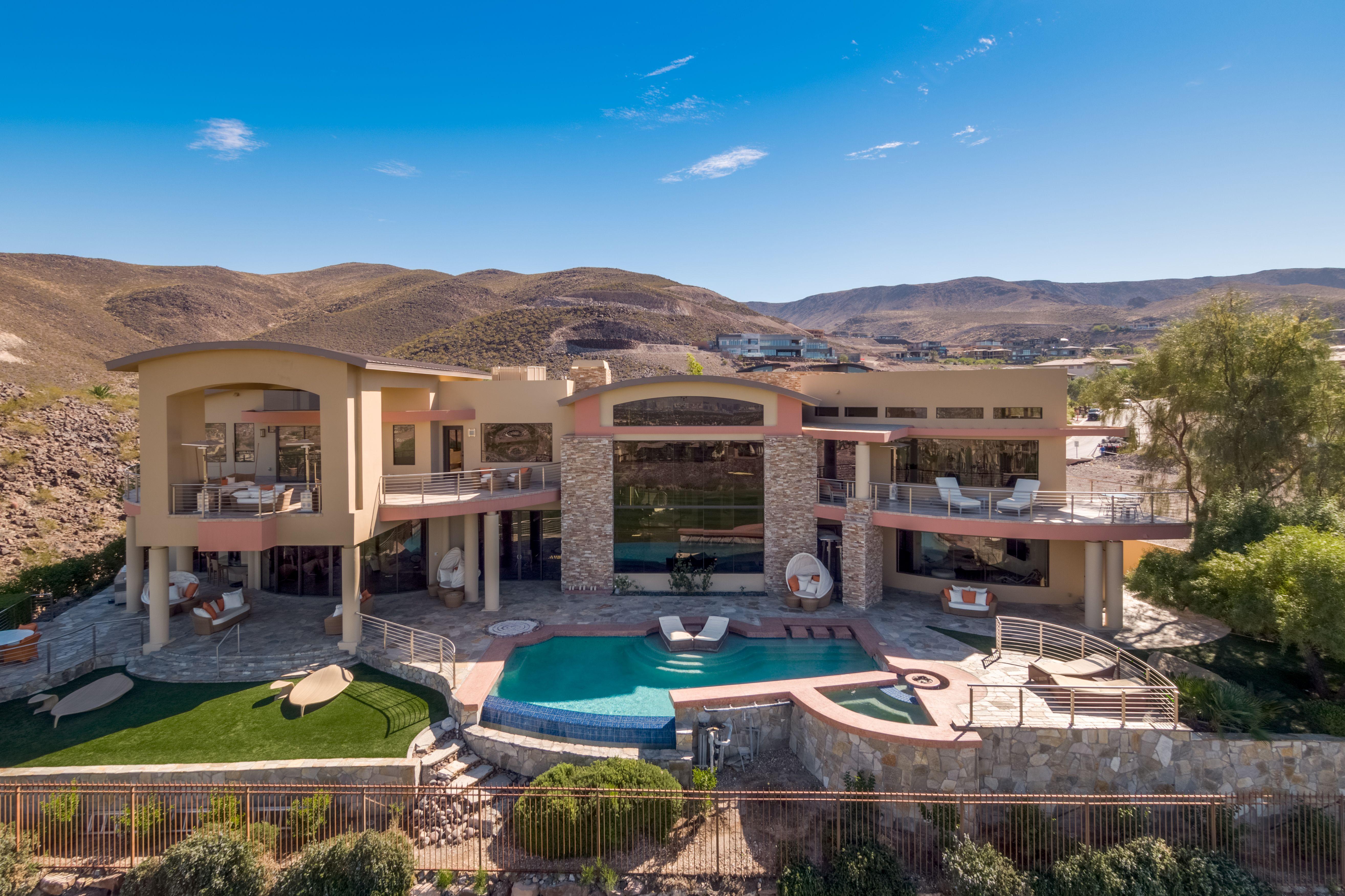 Luxury Estate Located In Henderson Nevada Las Vegas Real Estate Luxury Estate Luxury Real Estate