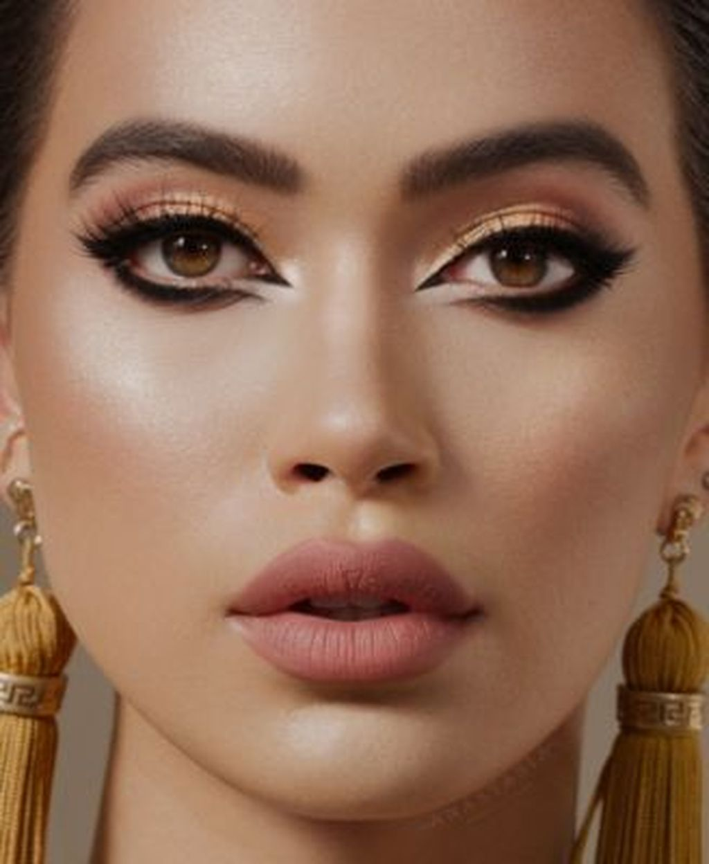 34 Beautiful Daily Work Makeup Ideas Best For Office Lighting Eyemakeupparty In 2020 Smokey Eye Makeup Neutral Smokey Eye Work Makeup