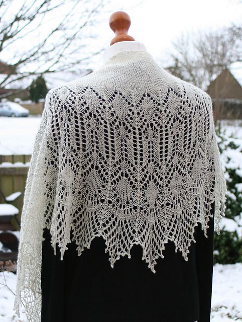 Snow Angel pattern by Boo Knits | Chal, Dos agujas y Chalets