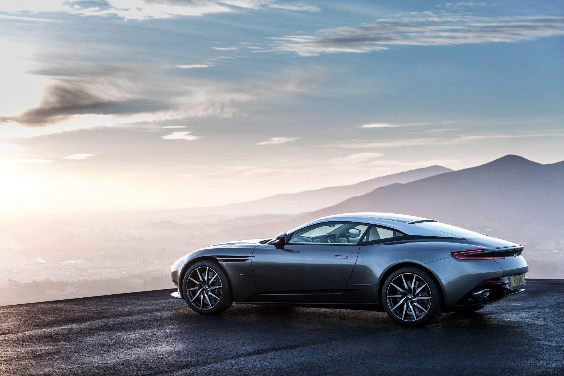 1920x1281 Aston Martin Windows Background Wallpaper Wallpapers And