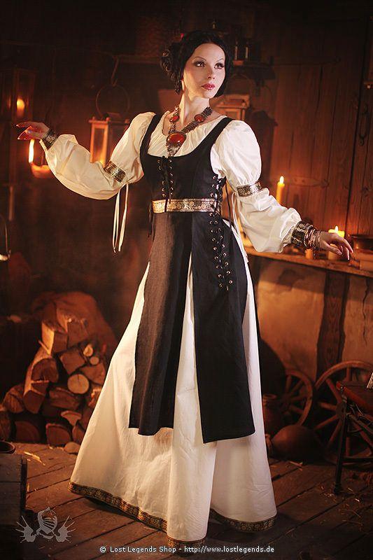 Mittelalter Gewand mit Bordüren                                                                                                                                                                                 Mehr