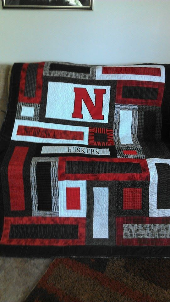 Husker Quilt For The Groom Sports Quilts Easy Quilt