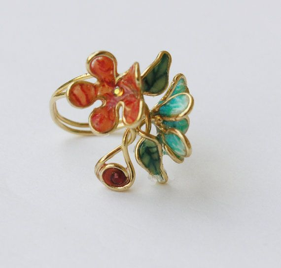 Looking for Valentines day gift for your loved one? This beautiful flower ring is a statement ring with an impressive presence. It is a wire wrapped