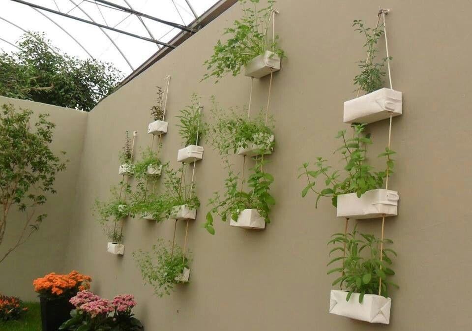 Horta ou jardim vertical por reutilização de caixas tetrapark