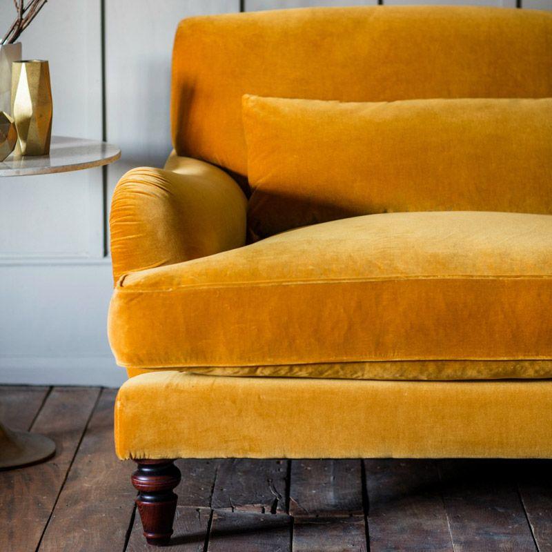grand canap jaune velours dans salon retro canap jaune pinterest salons r tro canap. Black Bedroom Furniture Sets. Home Design Ideas