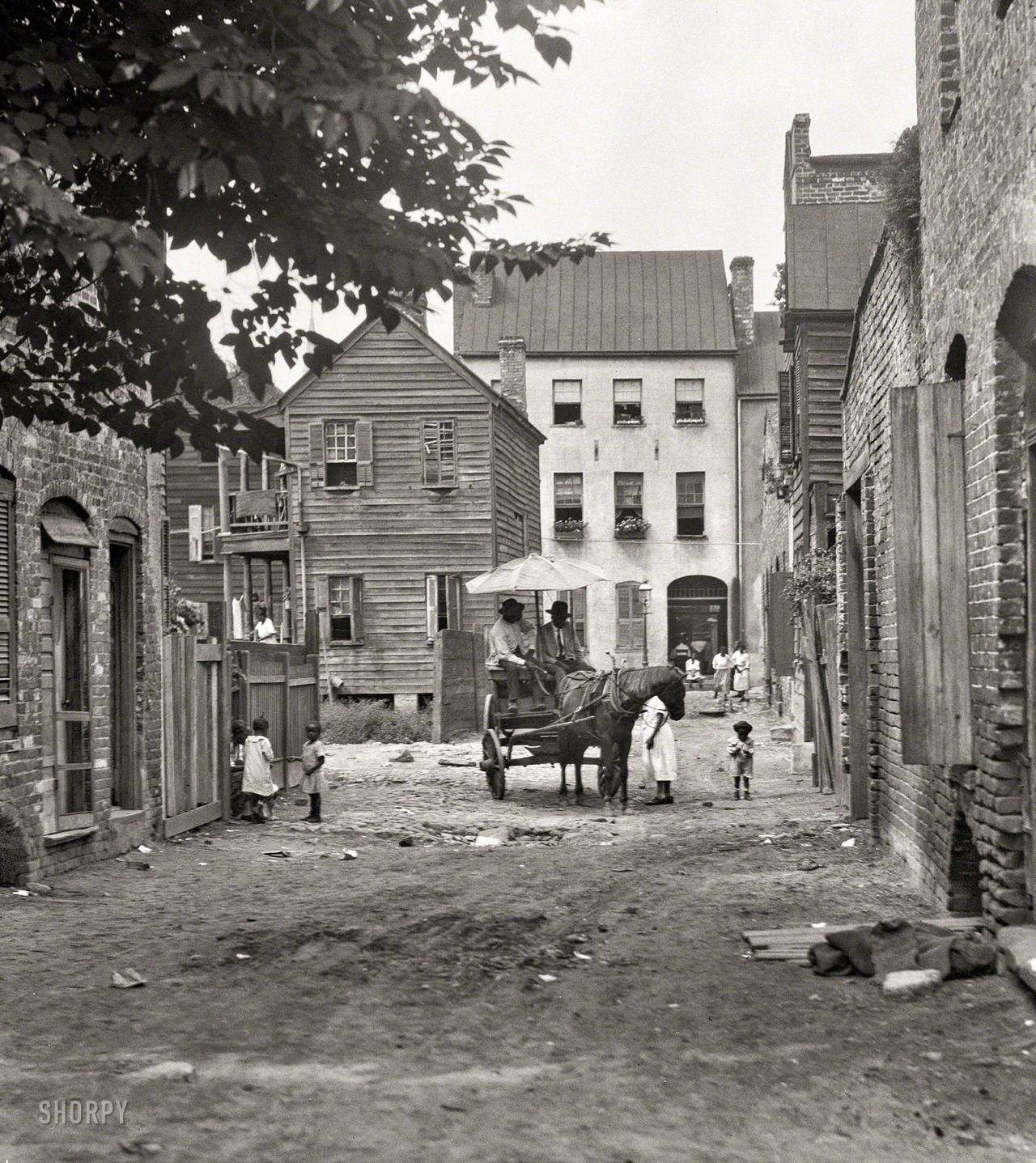 """Charleston, South Carolina, circa 1920. """"Street scene with horse and wagon."""" 4x5 inch nitrate negative by Arnold Genthe (via Shorpy Historical Photo Archive :: Gaslight Alley: 1920)"""