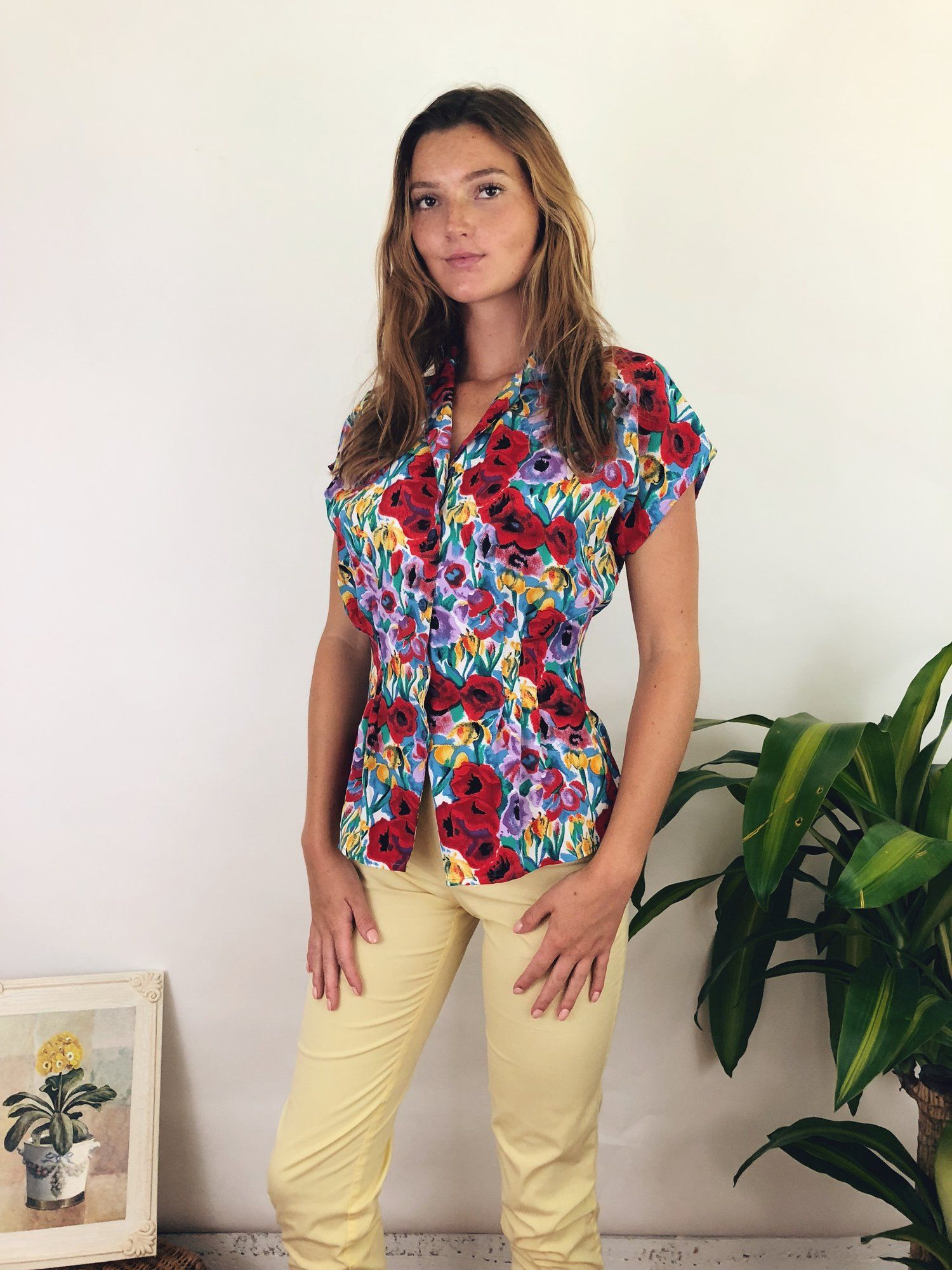 ce8109269ca Lovely blouse from Paris with gentle pleats and cap sleeves. summer outfit  ideas