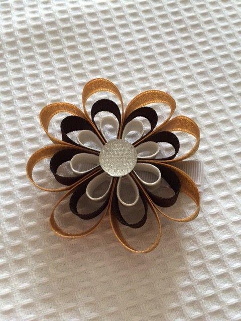 ラメゴールド×ブラウンのお花モチーフヘアクリップです。少し落ち着いた雰囲気があり普段使いにはもちろん、ドレスアップしてお出かけする際にも華やかな印...|ハンドメイド、手作り、手仕事品の通販・販売・購入ならCreema。