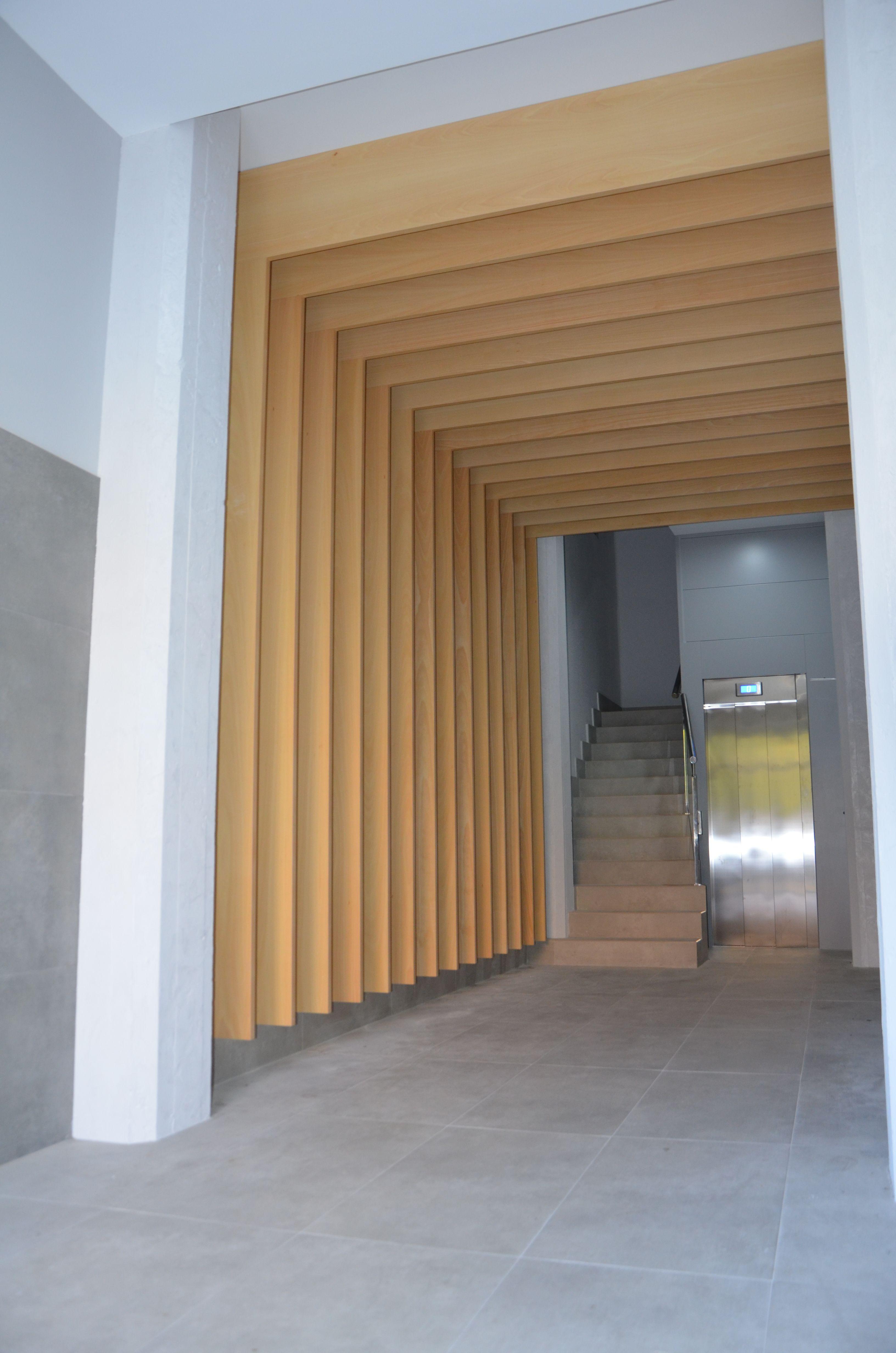 Decoración Con Madera Obras De Accesibilidad Adaptación De Portal Pisos Y Ascensor Con Eliminación Portal De Vivienda Hall De Entrada Vestíbulo De Ascensor