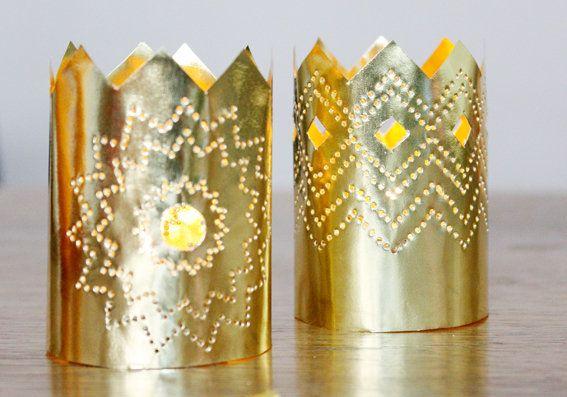 Weihnachtsbasteln Sterne Aus Goldpapier.Weihnachtsdeko Aus Papier Ein Kronleuchter In Gold Für Kinder