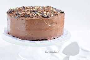 Maak met dit recept dit lekkere chocoladetaartje met karnemelk. Lekker luchtig, overheerlijk romig met botercrème, zeker een feestje in de mond!