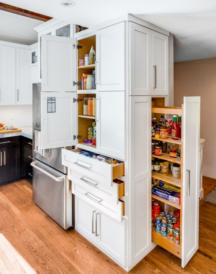 k chenschrank mit mehreren ablagef cher und seitlichem apothekerschrank k che wohnen. Black Bedroom Furniture Sets. Home Design Ideas