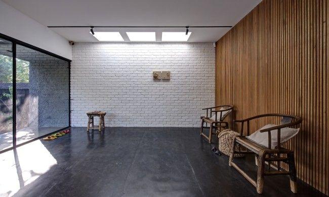 Bardage en bois et mur en briques blanches Déco - intérieur - mur en bois interieur