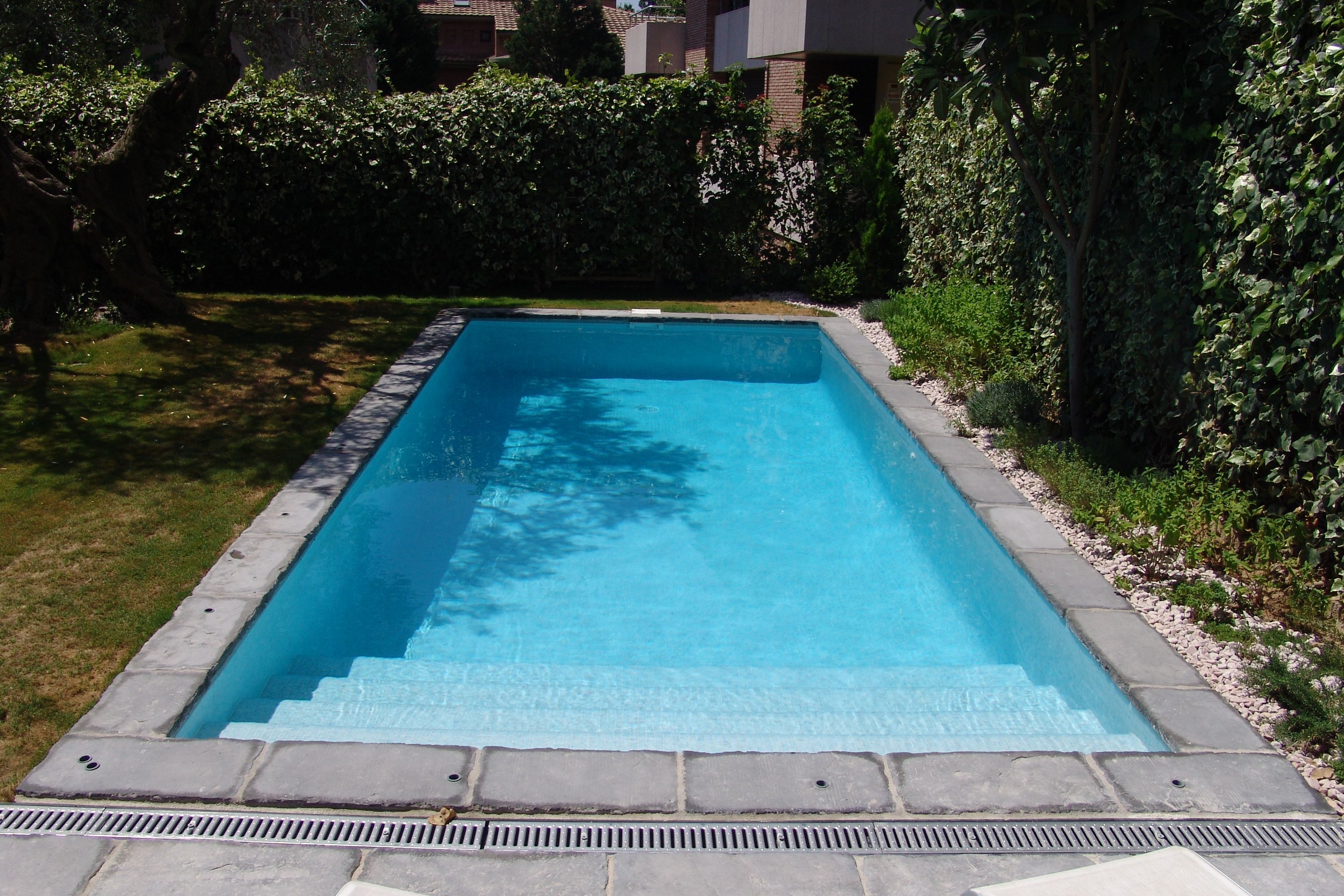 Piscina de ferr n piscinas piscina rectangular con for Ofertas piscinas desmontables rectangulares
