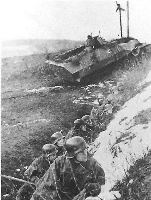 SdKfz 251/1 and panzer grenadiers in action, Germany march 1945